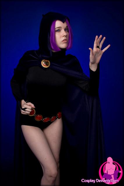 Cosplay Raven de Teen Titans pelada