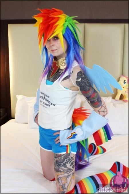 Cosplay Rainbow Dash pelada